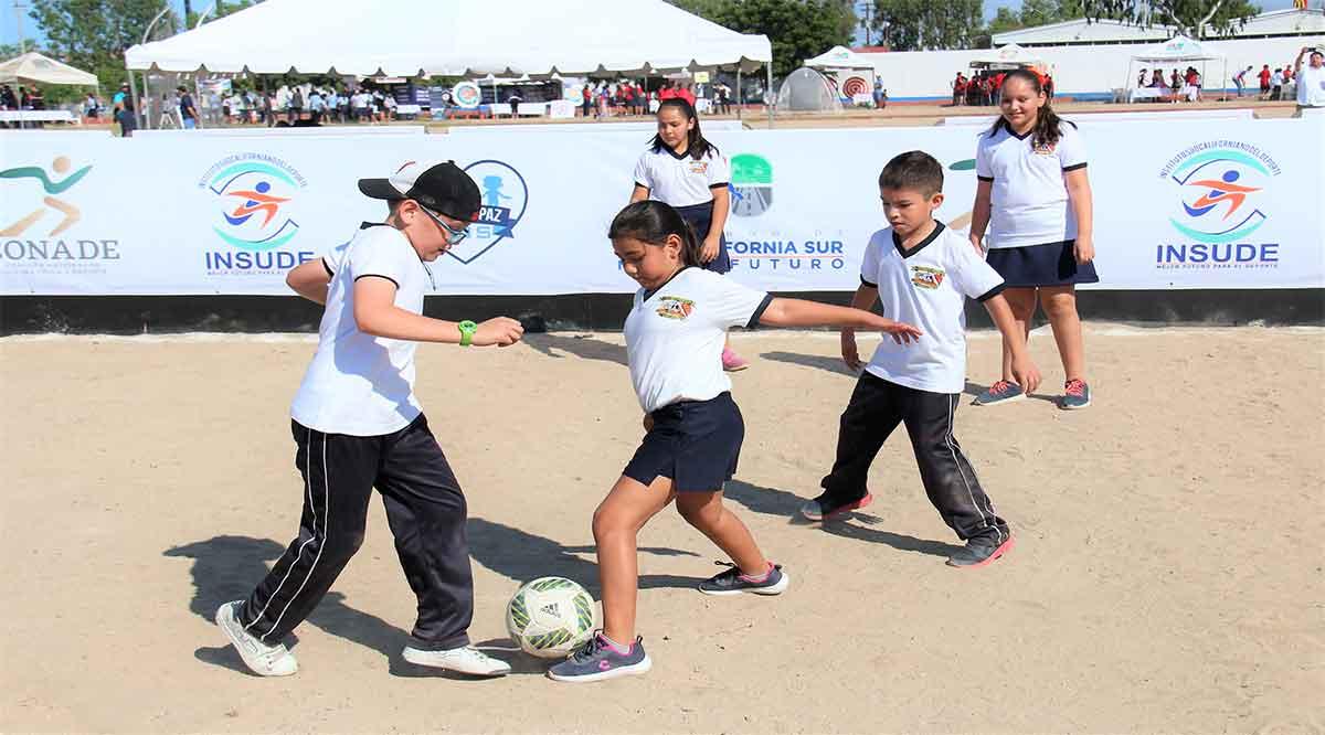 Participaron 700 niños en primer día de Expo de Iniciación Deportiva