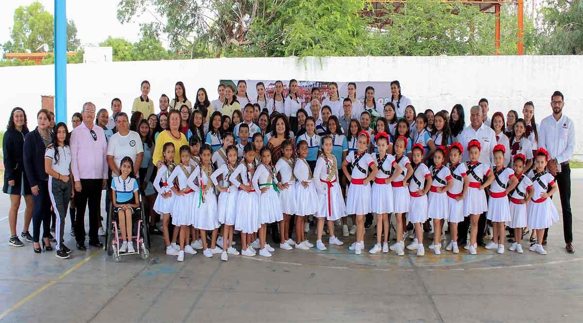 Premian a escuelas ganadoras del concurso de tablas gimnásticas de La Paz