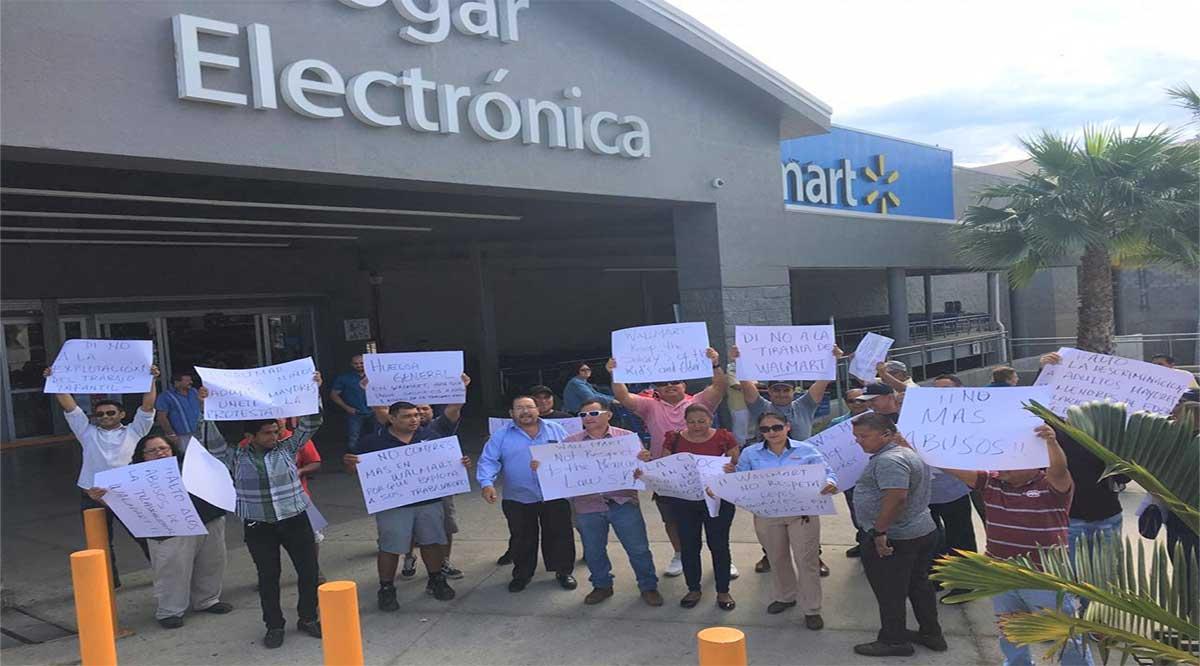 Protesta la CROC por salario y prestaciones de niños y adultos mayores que laboran de empacadores en tiendas Walmart