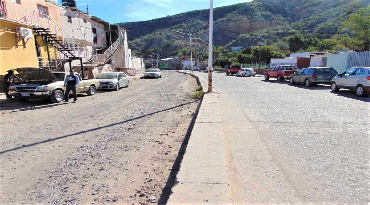Exhortan a Sedatu atienda obra inconclusa de pavimentación en Santa Rosalía