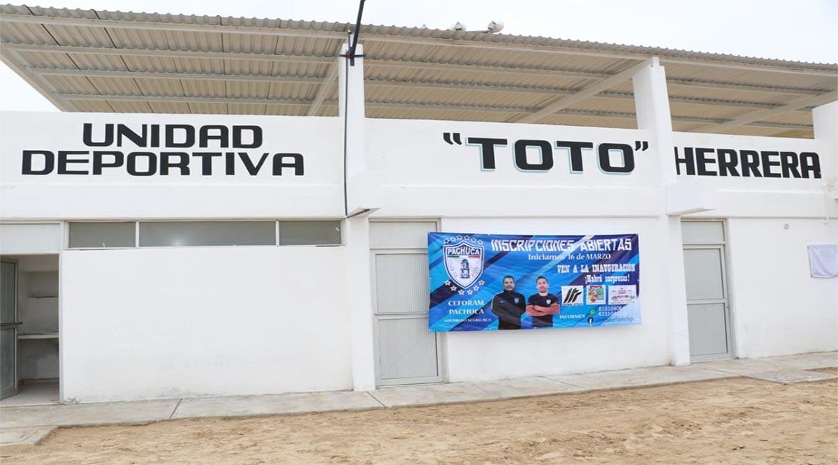 """Rehabilitaron techumbre y gradas del estadio de futbol """"Toto"""" Herrera"""