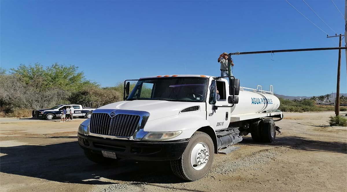 Reparten vía pipas hasta 430 mil litros de agua en CSL al día