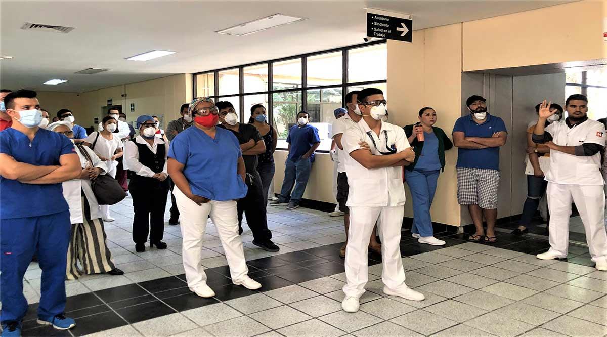 Entregaron material de protección al personal de salud de la clínica26 del IMSS en CSL