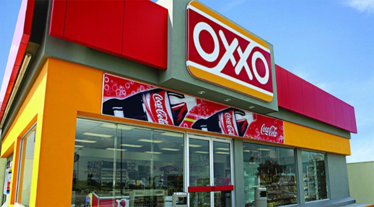 Hombre armado asalta tienda Oxxo