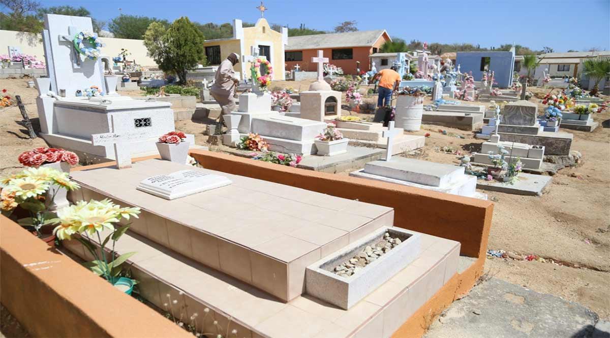 Operan con normalidad los panteones en Los Cabos