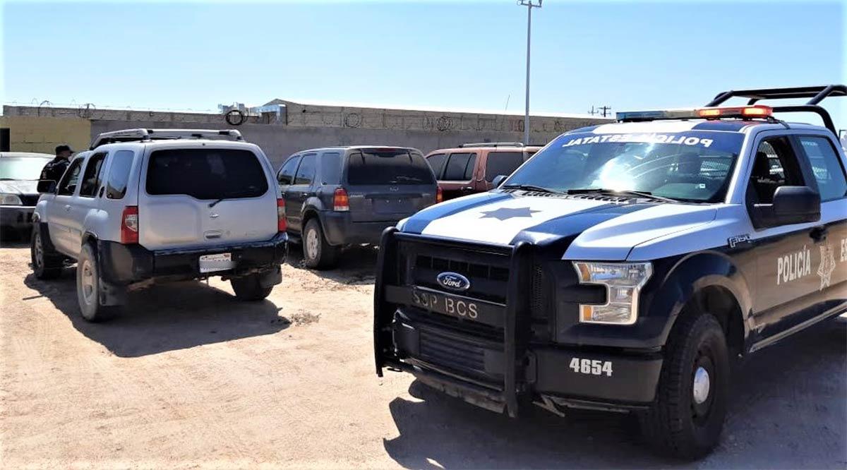 Detienen a 3 vehículos sin documentación