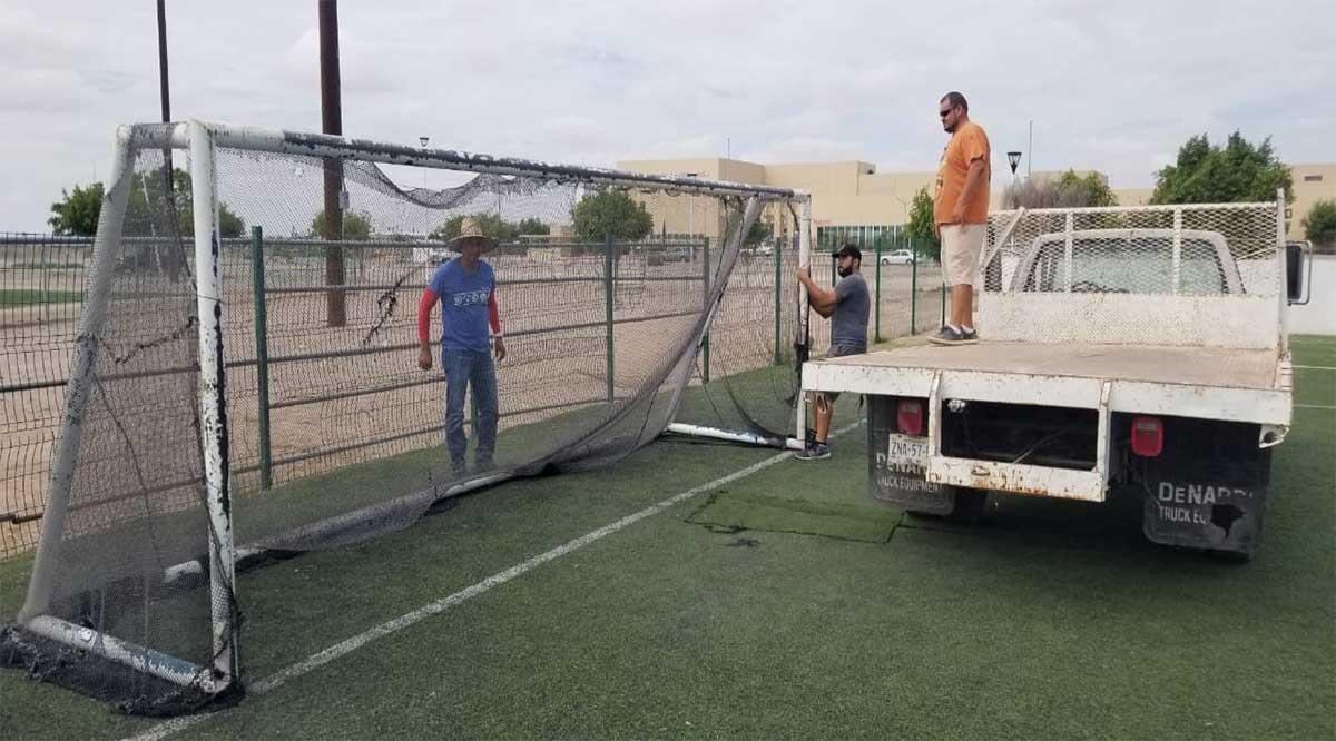 Retiran porterías de 3 instalaciones deportivas en Comondú para evitar concentración de gente