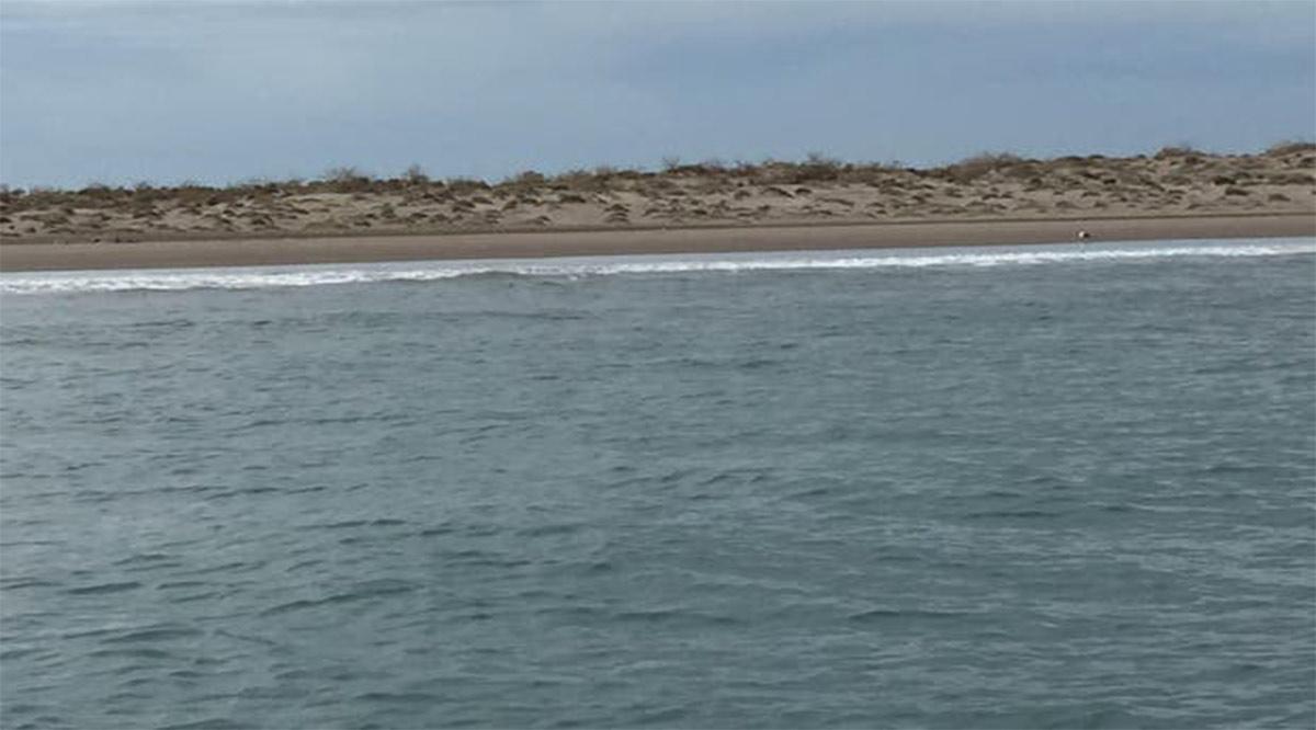 A punto de ahogarse rescatan a adolescente de la bahía de La Paz