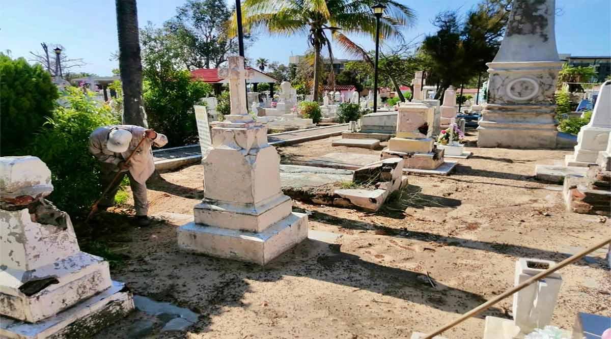 Con filtros y restricciones abrirán los panteones en Los Cabos