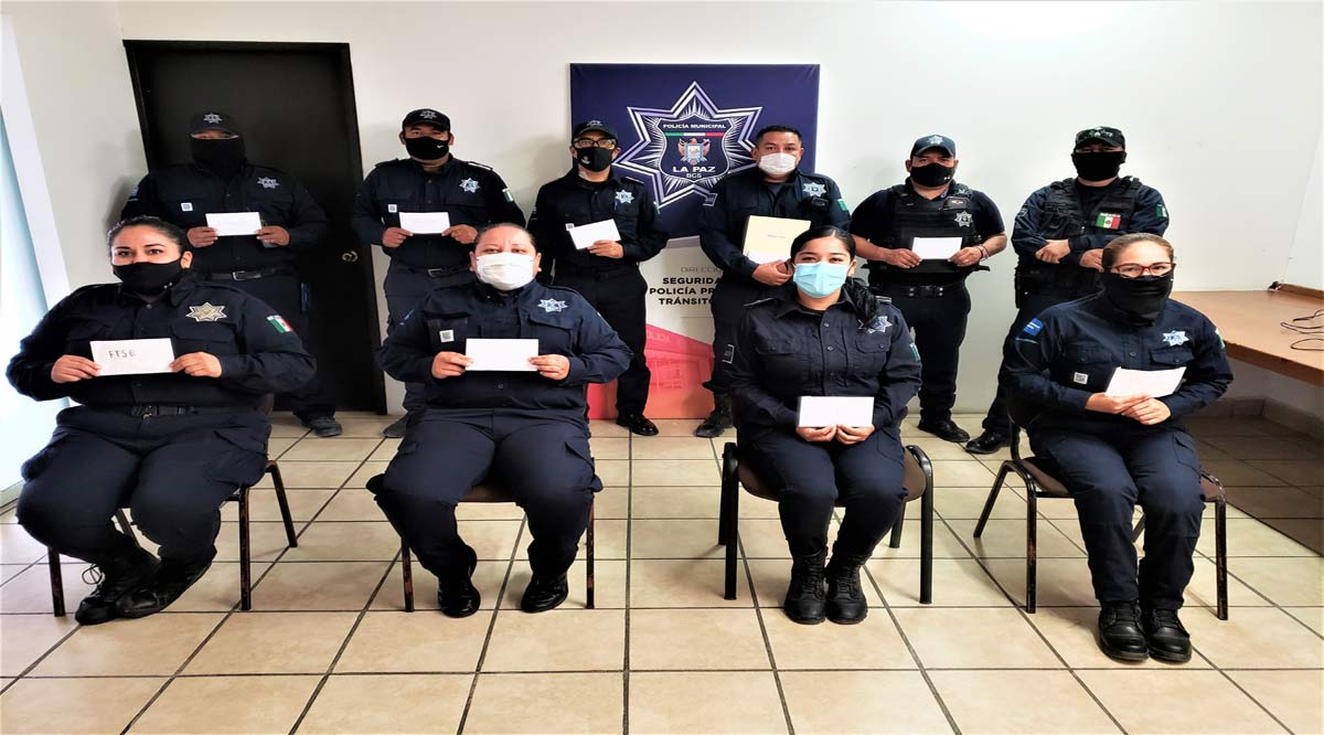 Entregan becas a Policías de La Paz para estudios de maestría