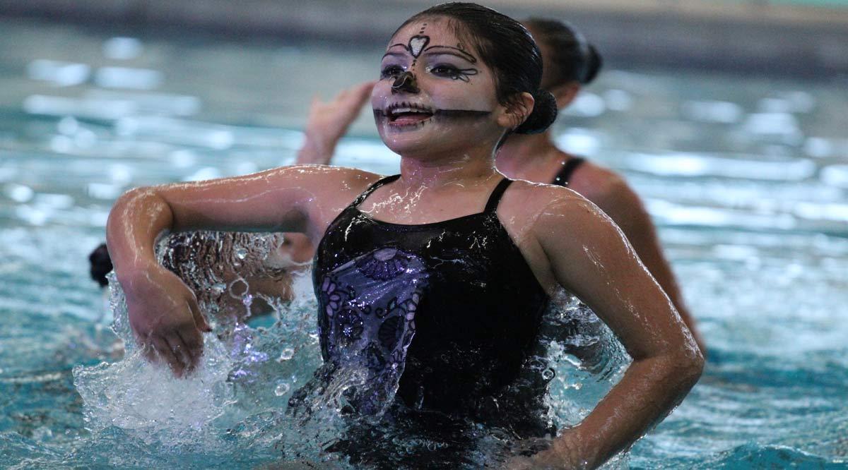 Entran en acción nadadoras de BCS en Torneo de Calaveras