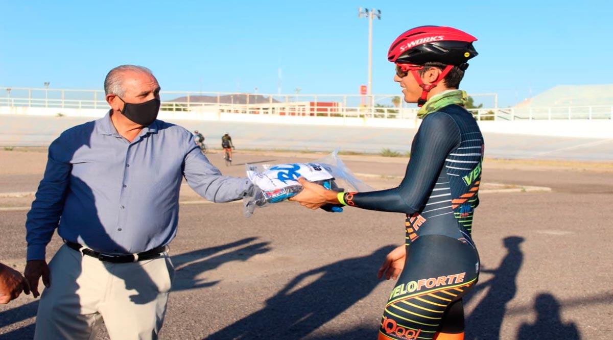 Entregaron uniformes a seleccionados de ciclismo de BCS