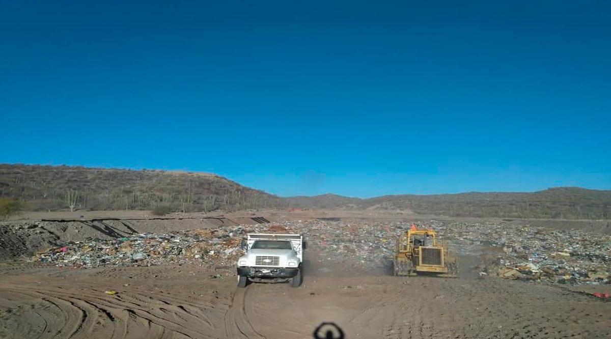 Dan mantenimiento con maquinaria pesada al basurero de Loreto