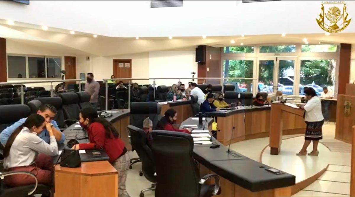 Diputados de BCS 'chacotean' mientras sus compañeros exponen iniciativas