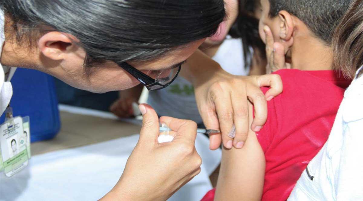 Vacunan contra la influenza en Comondú