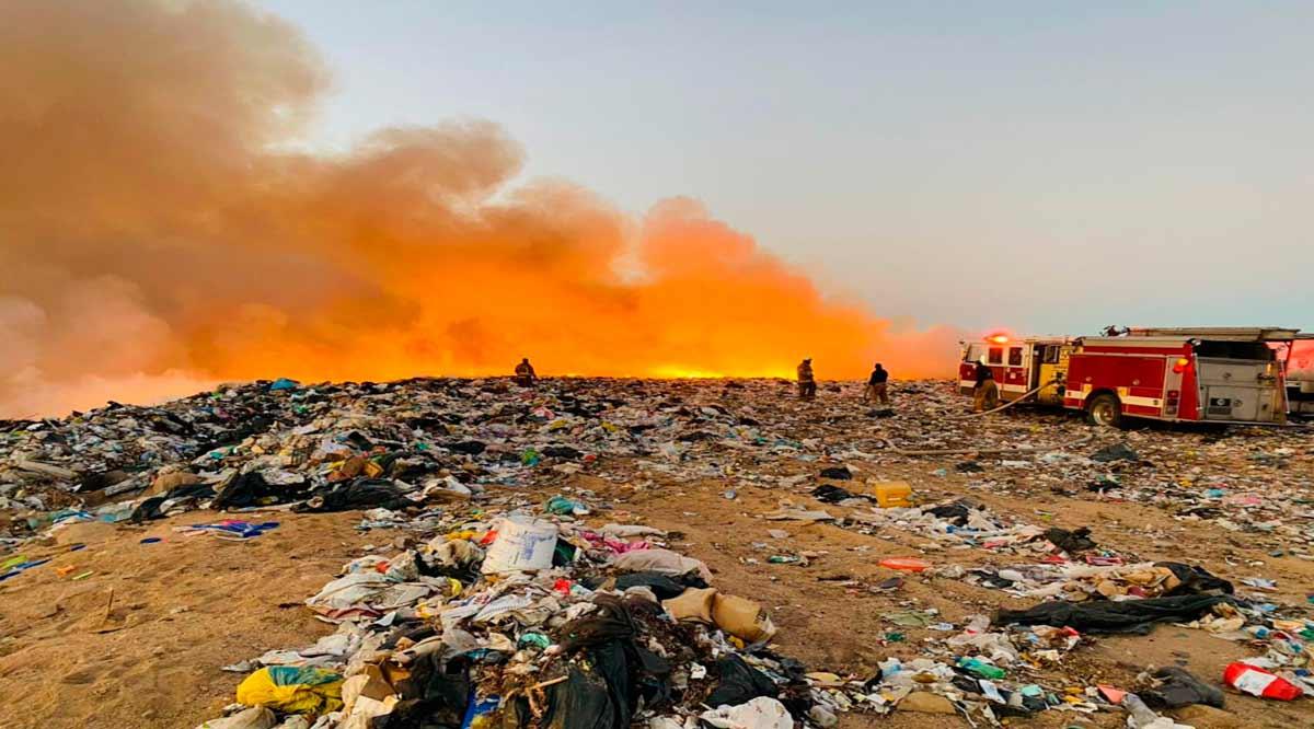 Sofocan incendio en el relleno sanitario de La Paz tras 12 horas de trabajo