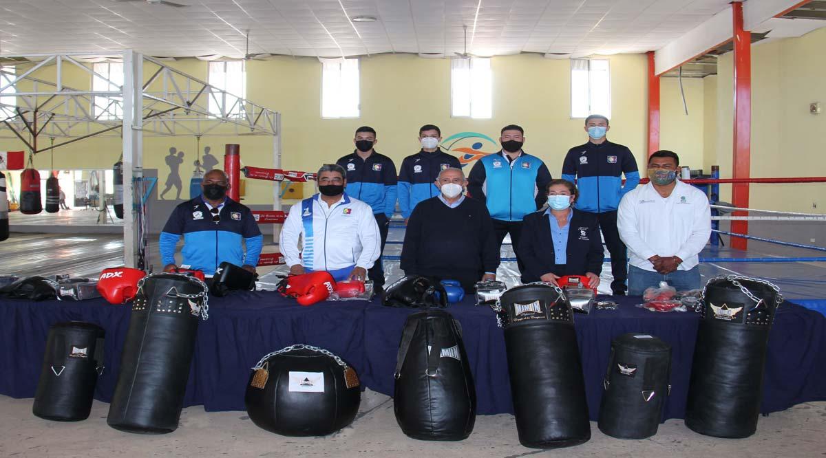 Entregaron material de entrenamiento a boxeadores seleccionado de BCS