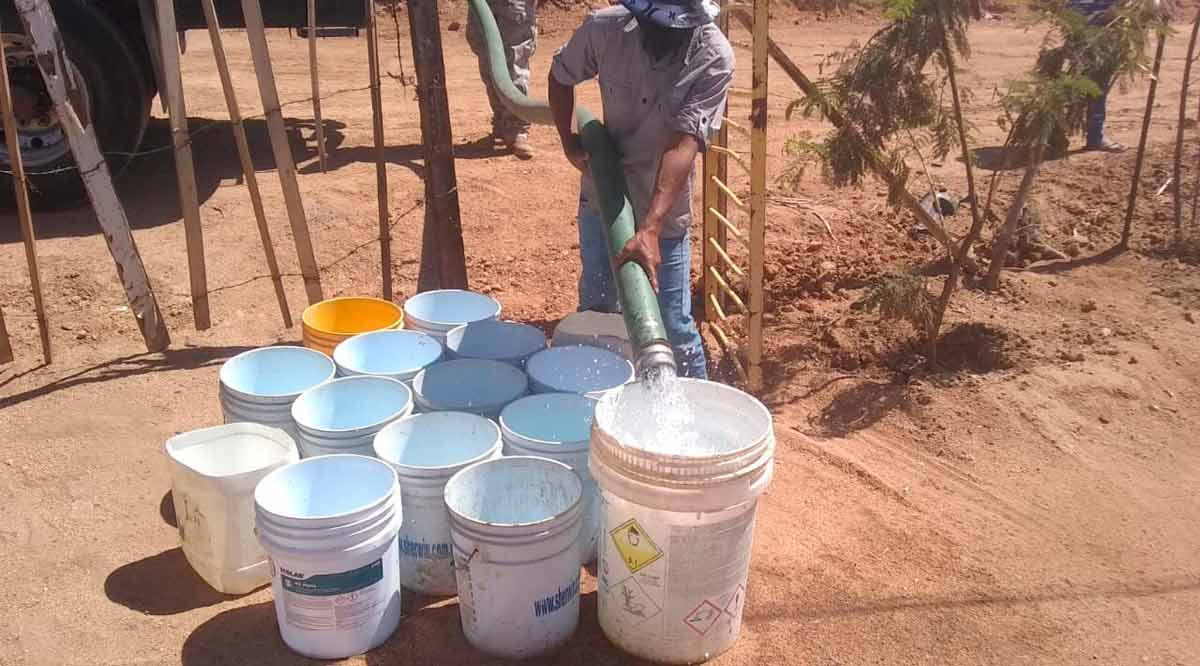 Ofrecen autoridades agua a través de pipas a familias que lo requieran en CSL