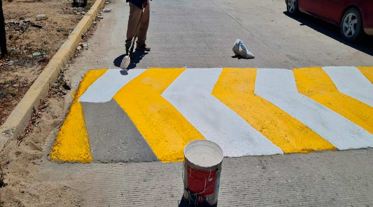 Se instalaron y pintarán 105 reductores de velocidad en Los Cabos