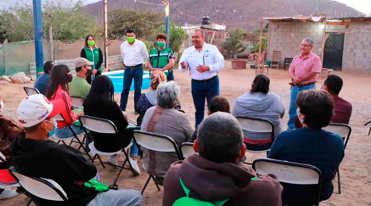 """""""Escuela de inglés gratuita para todos en Los Cabos"""": """"Chaky"""" Van Wormer"""
