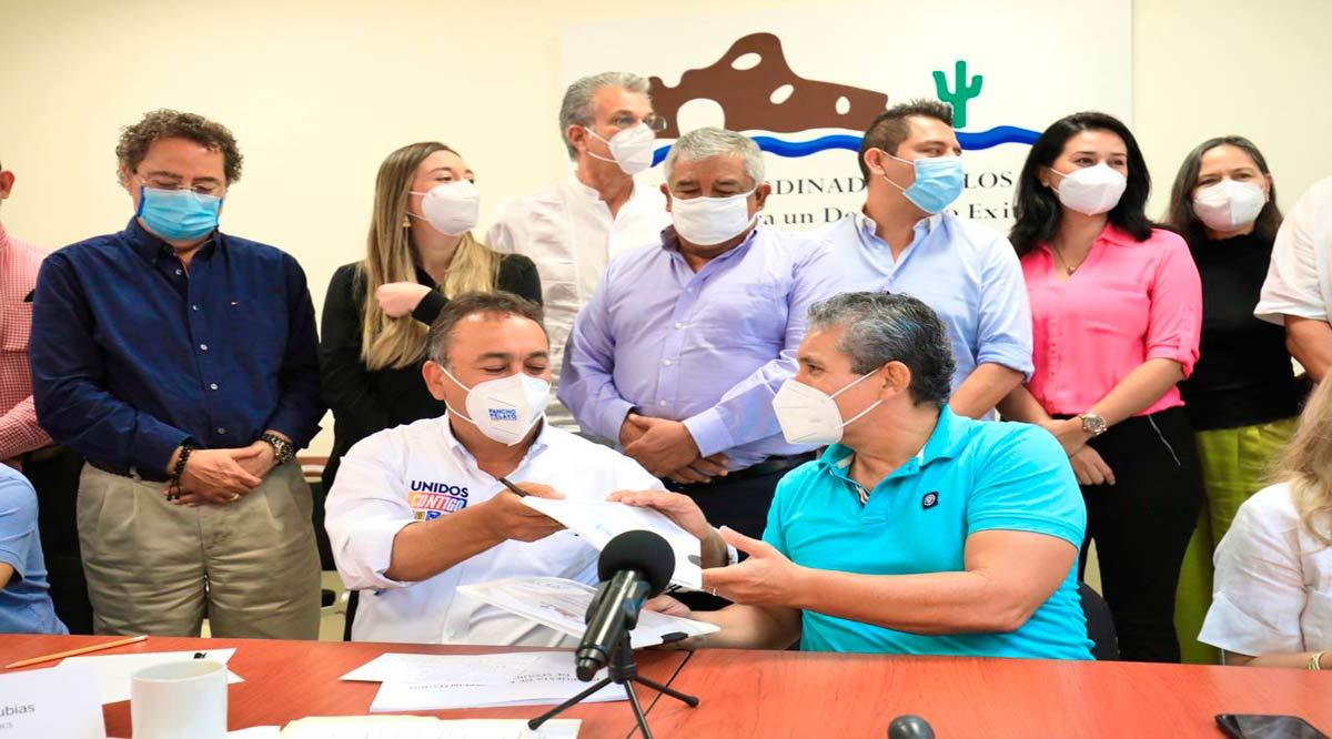 """Pancho Pelayo firmó """"Compromisos 10 y más"""" para el desarrollo de Los Cabos"""
