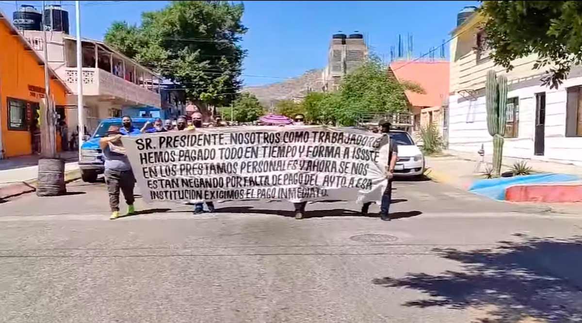 Vuelven a la calle burócratas de Mulegé para protestar contra Felipe Prado
