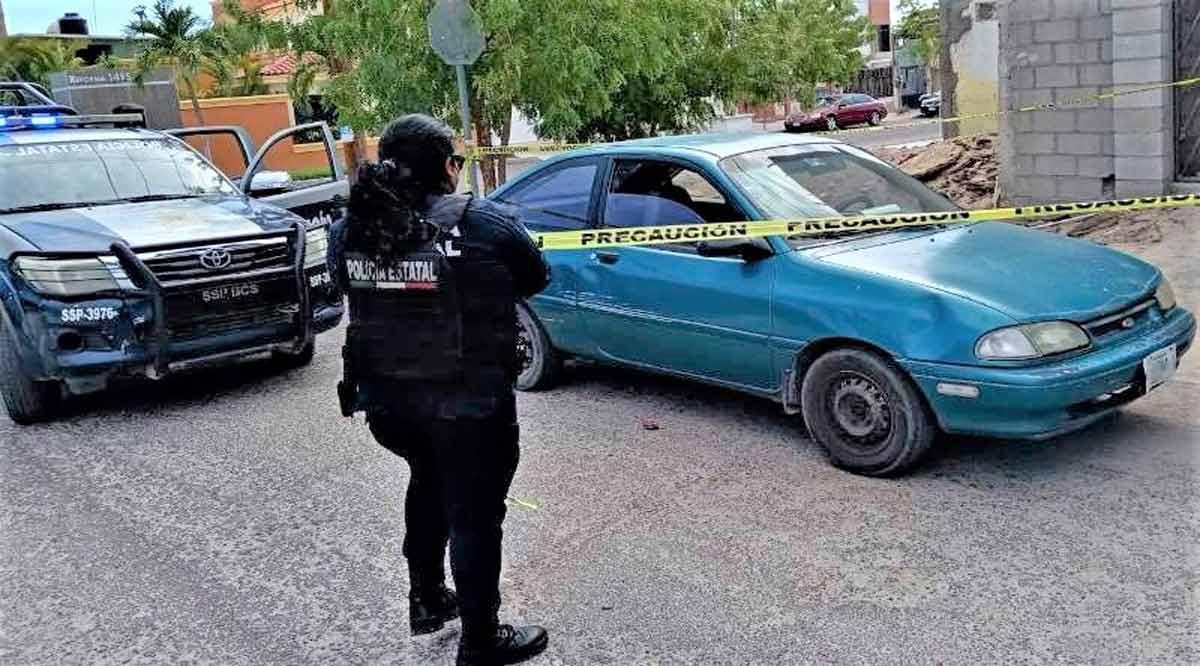 Detienen a un sujeto y recuperan un vehículo con reporte de robo en La Paz
