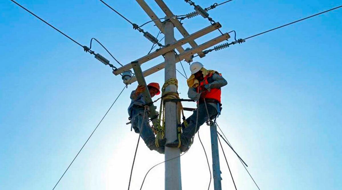 """Avanza la CFE en el restablecimiento del suministro eléctrico al 78% de los usuarios afectados por """"Olaf"""" en BCS"""