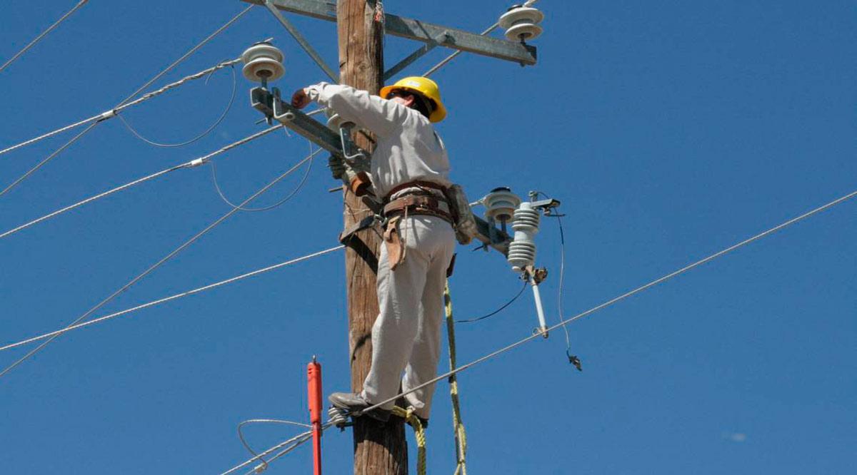 Asegura CFE el restablecimiento total del suministro eléctrico en BCS