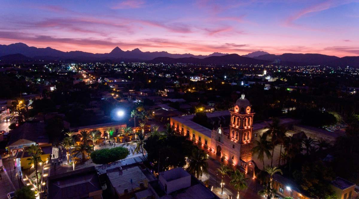 Entregan remodelación de la plaza Salvatierra en Loreto