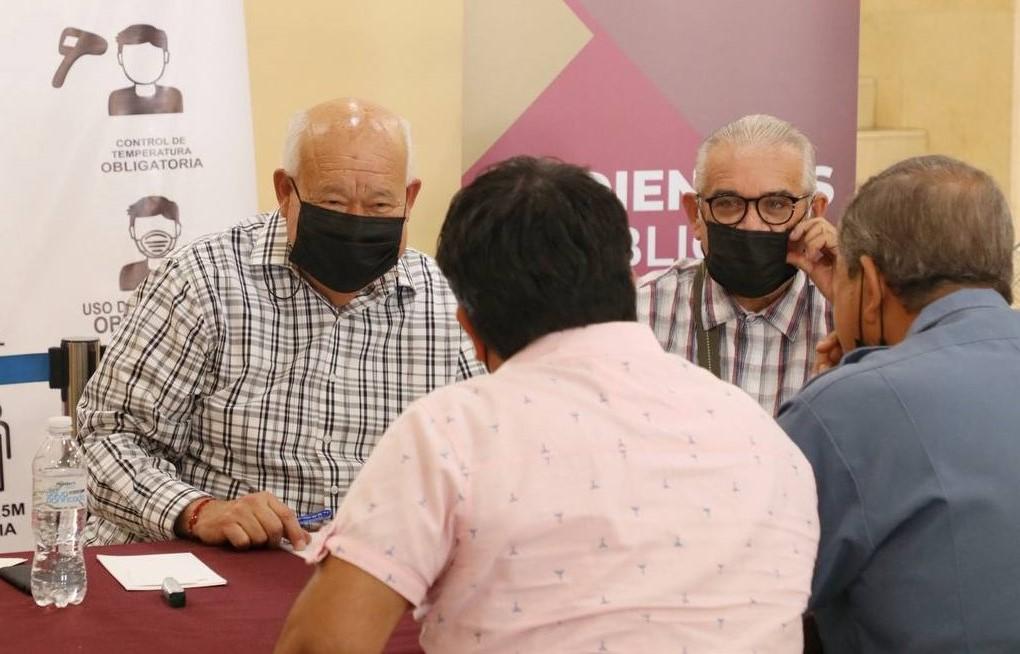 Suman 100 audiencias públicas las que ha otorgado Víctor Castro